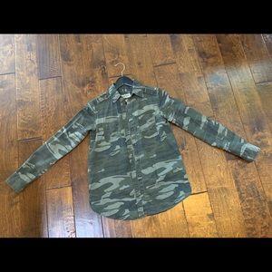 Express Camo Boyfriend Shirt. Size: XXS